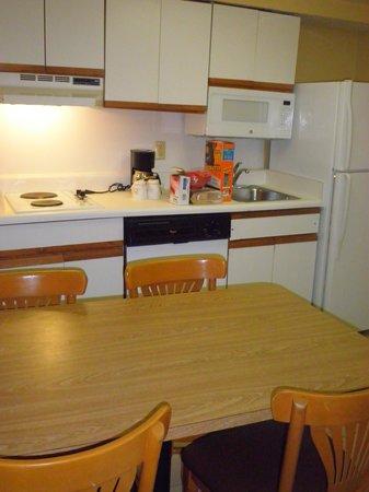 Celebration Suites: Kitchen