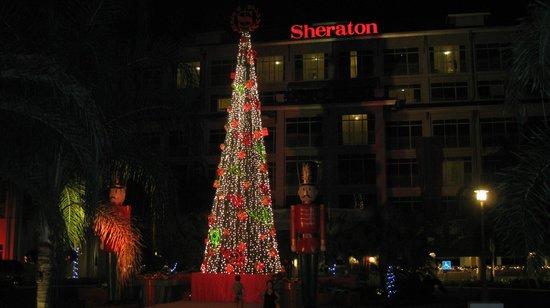 Sheraton Bijao Beach Resort: Bijao - Front Christmas Decor