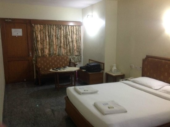 New Woodlands Hotel : room