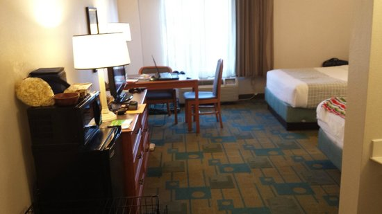 La Quinta Inn & Suites Tampa Brandon Regency Park: Desk,, wish they had large chair