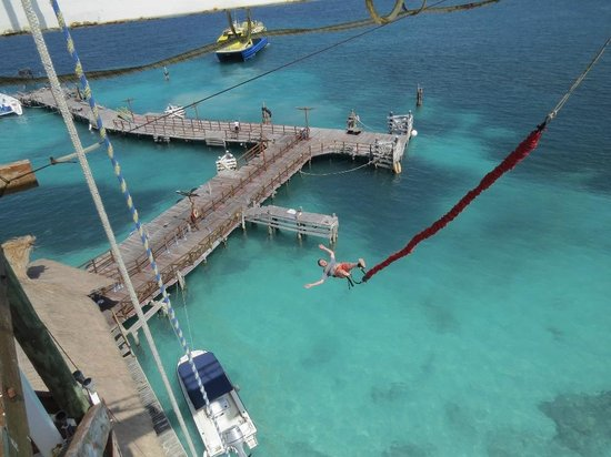 Playa Tortugas : Doing the Bungee jump :)
