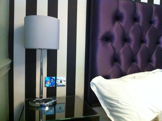 Francis Hotel Bath - MGallery by Sofitel : Sockets RIGHT by bed