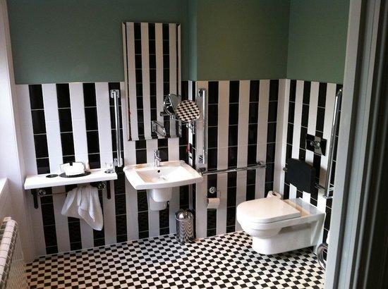 Francis Hotel Bath - MGallery by Sofitel : Stripy bathroom