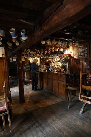 The Falkland Arms : Bar.