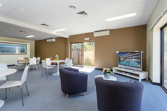 Bay Air Motel: Reception Lounge