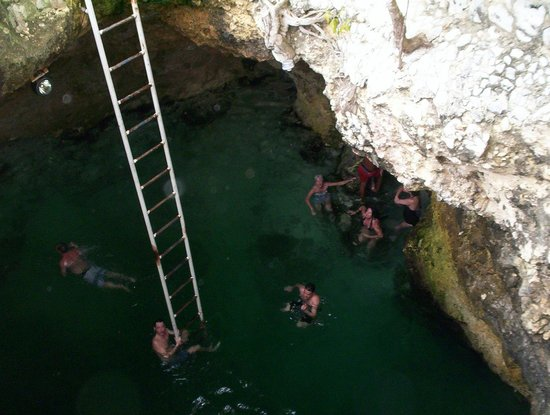 Blue Hole Mineral Spring: people swimming in the hole