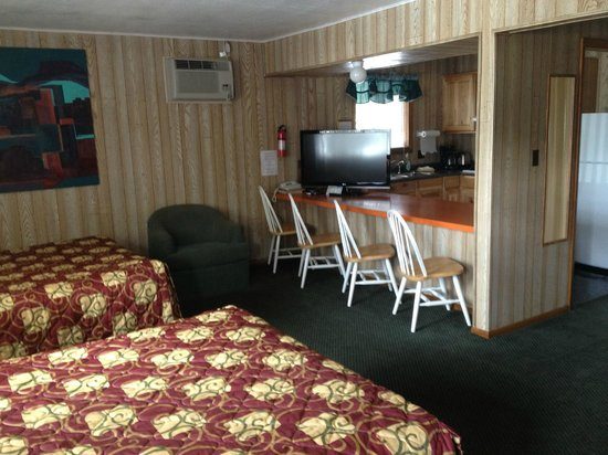 Saddle & Surrey Motel: room