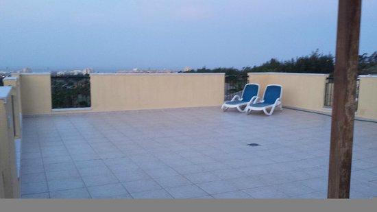 Granada Park Apartments: roof terrace