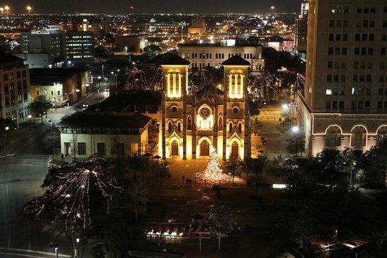 Drury Inn & Suites San Antonio Riverwalk: Room view of San Fernando at night facing West
