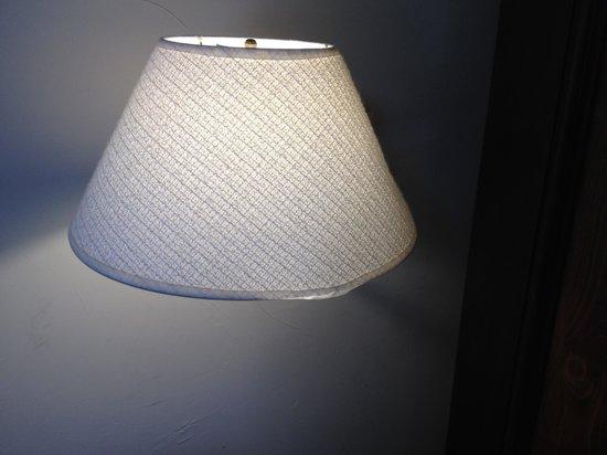 Mirbeau Inn & Spa Skaneateles: Lamp shade in room 222