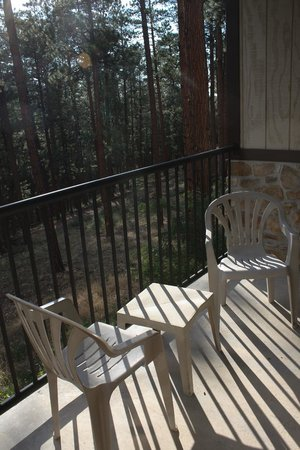 Jacob Lake Inn: Balcony facing the forest