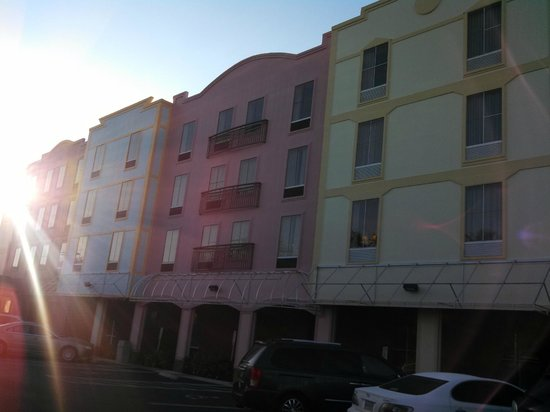 Hampton Inn & Suites Amelia Island-Historic Harbor Front: Morning sun illuminating the Inn