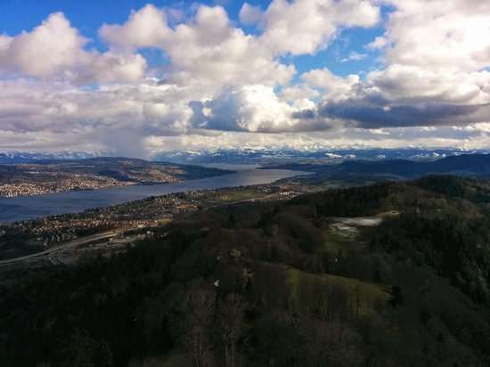 Uetliberg Mountain: View of the Lac Zurich towards the mountains