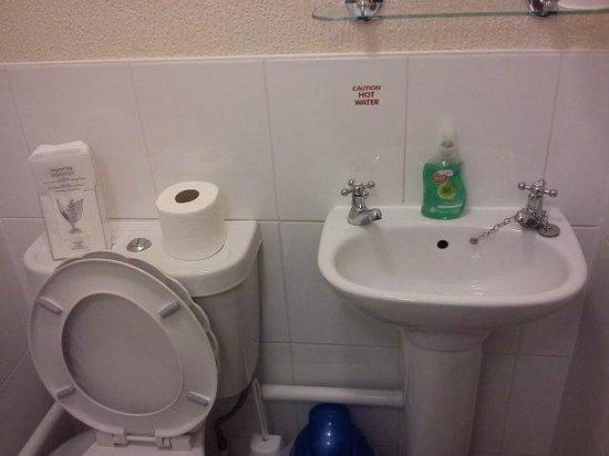 Belle View: Bathroom 1