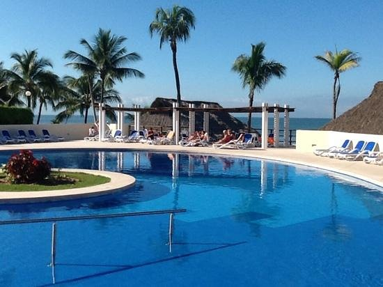 Occidental Nuevo Vallarta : Adult pool over looking the beach