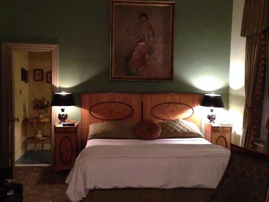 The Twin Turrets Inn: Room 4