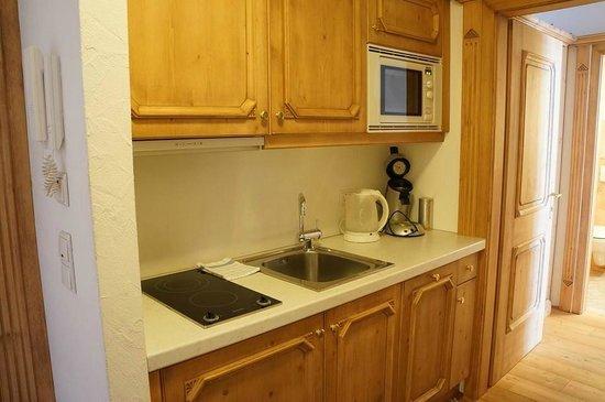 Hospiz Alm Residences: kitchen