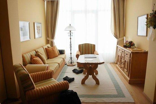 Hospiz Alm Residences: living room