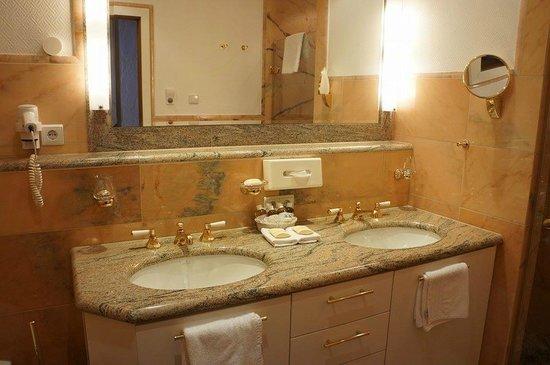 Hospiz Alm Residences: bathroom