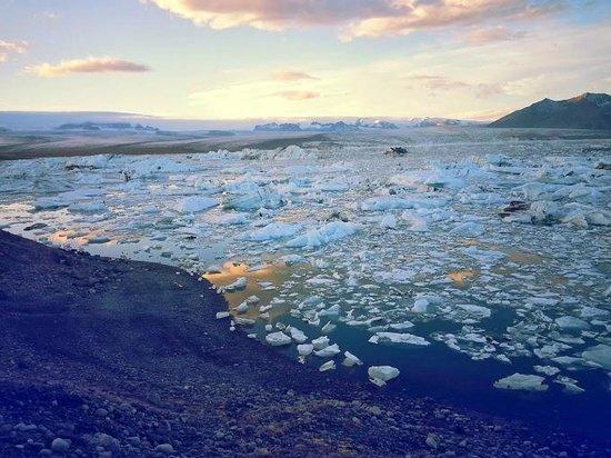 Gletscherlagune Jökulsárlón: Sunset at the lagoon
