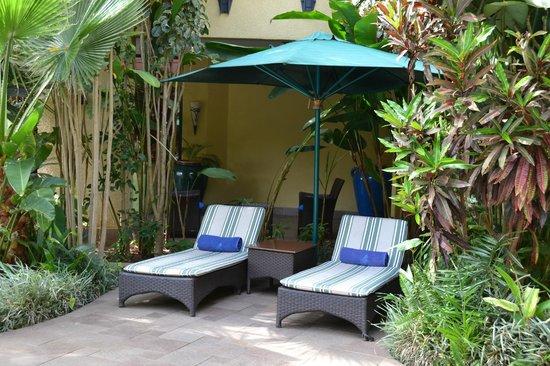 Kigali Serena Hotel: Pool area