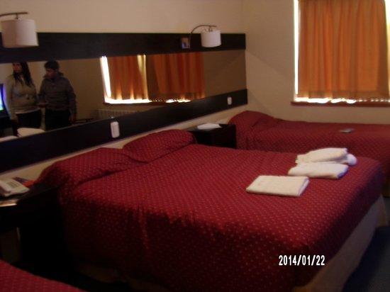 Marcopolo Suites Calafate: amplia habitacion