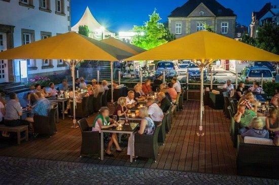 biergarten nachts bild von sundays cafe bar restaurant rheine tripadvisor. Black Bedroom Furniture Sets. Home Design Ideas