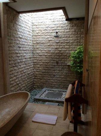 Desamuda Village: ourdoor shower