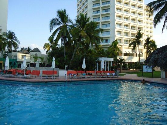 Sunscape Dorado Pacifico Ixtapa: Pool area is so much fun