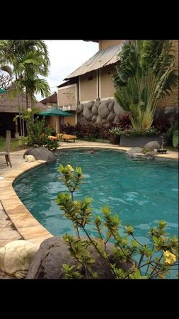 Desamuda Village: Pool in front of the restaurant