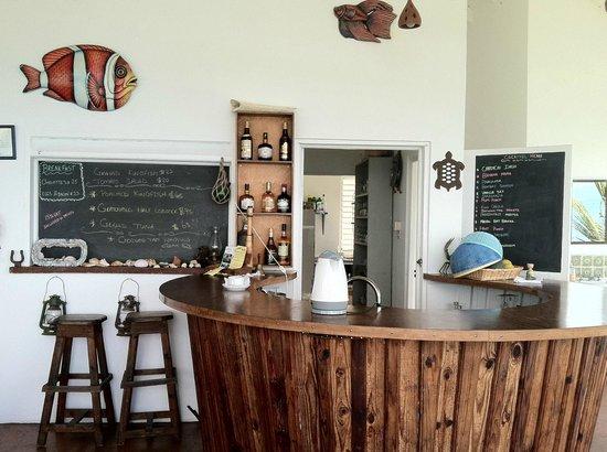 Green Roof Inn : Bar/ kitchen area