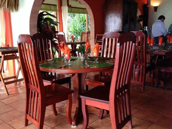 Robert's Grove Beach Resort: Beautiful dining room.