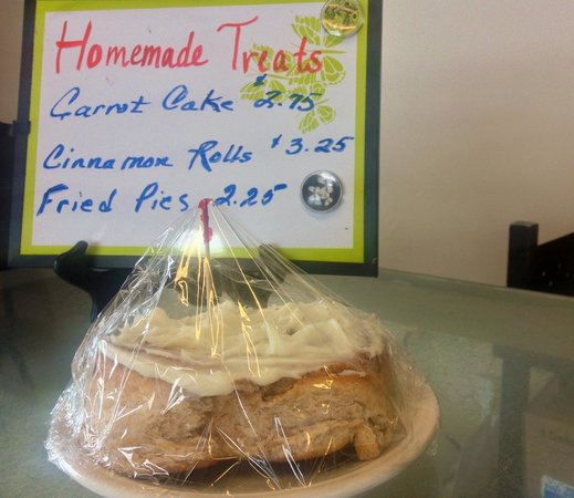 Carolyn's Cafe: Cinnamon Rolls