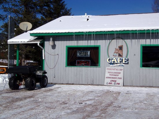Carolyn's Cafe: Outside