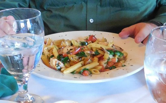 Crater Lake Lodge Dining Room: Penne pasta with chicken