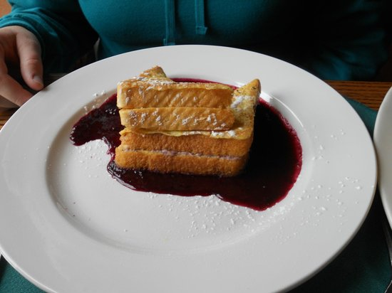 Crater Lake Lodge Dining Room: Marionberry stuffed french toast