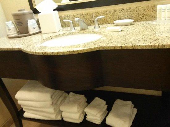 Hampton Inn & Suites Hartford-Manchester: Bathroom vanity -lots of towels!