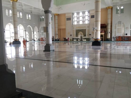 Kota Kinabalu City Mosque: Inside