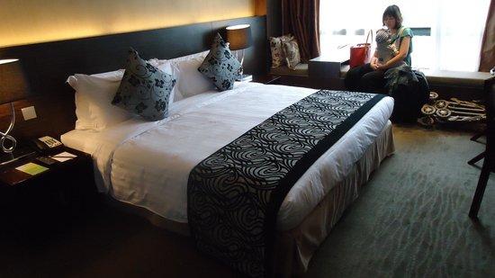 Peninsula Excelsior Hotel: クラブルームのキングサイズベッド