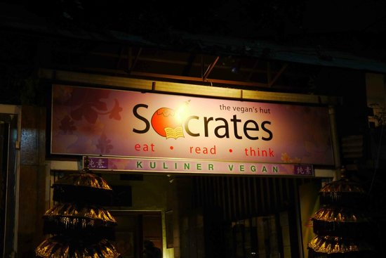 Socrates Vegan Hut: Entrance