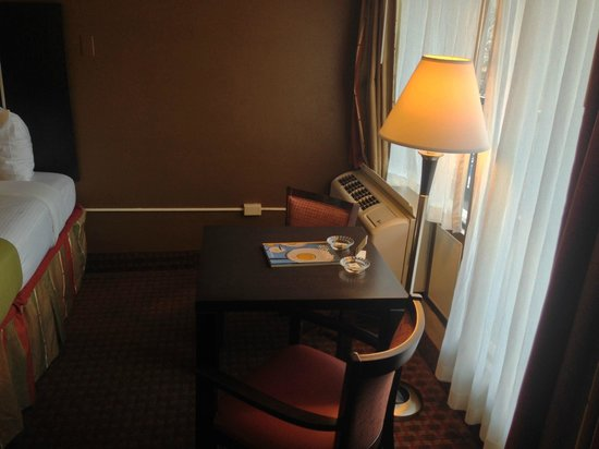 Best Western Asheville Tunnel Road: Room 205