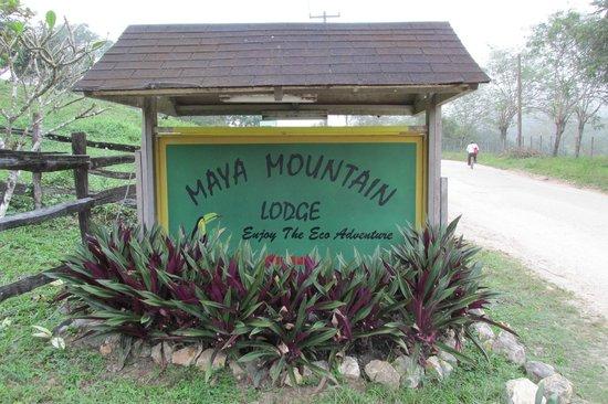 Maya Mountain Lodge: Entrance sign