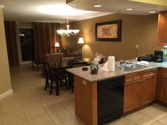 Legacy Vacation Resorts: Living room/ kitchen