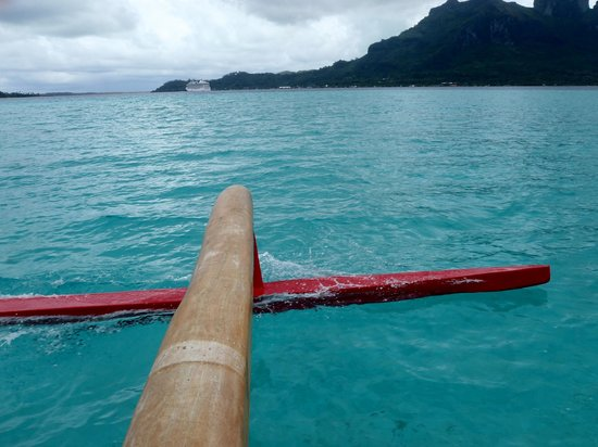 Maohi Nui : outrigger on the water
