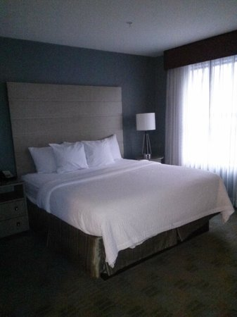 Residence Inn Portsmouth Downtown/Waterfront: Crisp Clean Bed