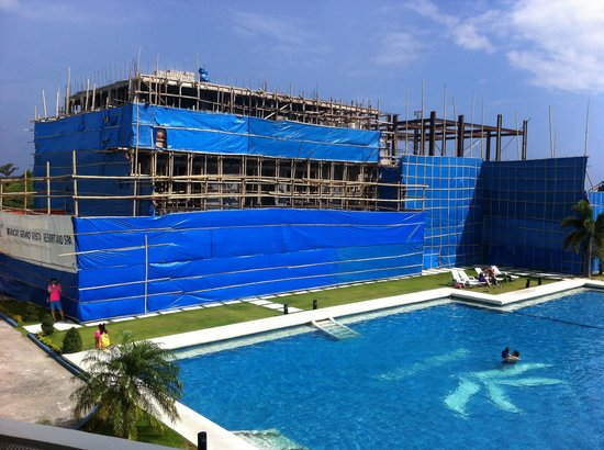 Grand Vista Boracay Resort & Spa: Building works ( no spa or gym