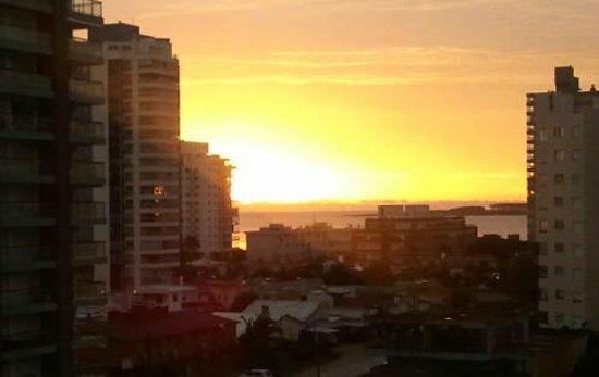 Sol y Luna Home & Spa: Vista del atardecer desde el balcon