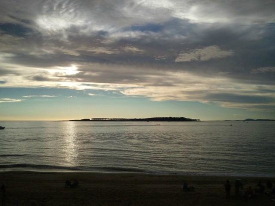 Sol y Luna Home & Spa: Vista hacia isla Gorrtit