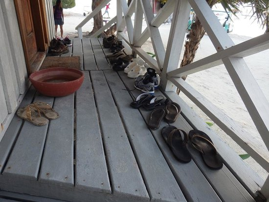 Blackbird Caye Resort : No shoes allowed indoors!