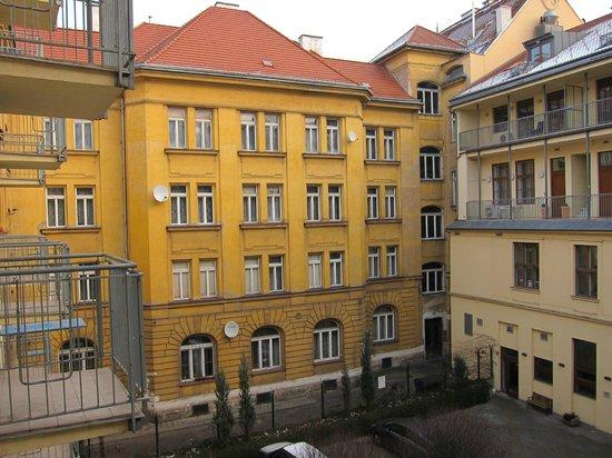 Austria Suites: Вид из окна